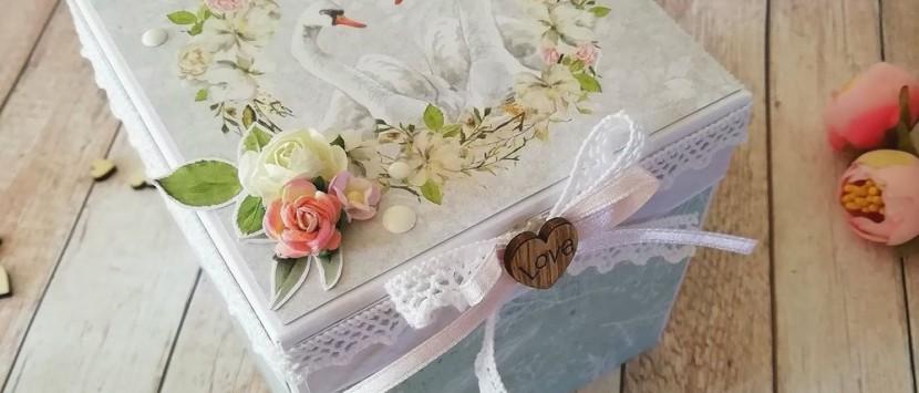 LUCIA POSPÍŠILOVÁ... Svatební exploding box s labutěmi