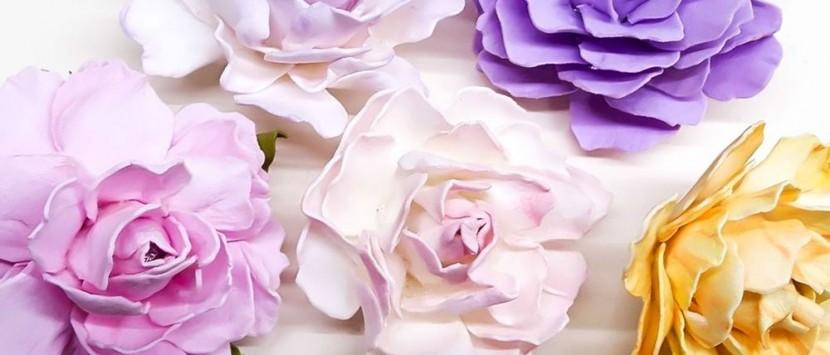 LUCKA GNOJKOVÁ.... Návod na výrobu růží z foamiranu